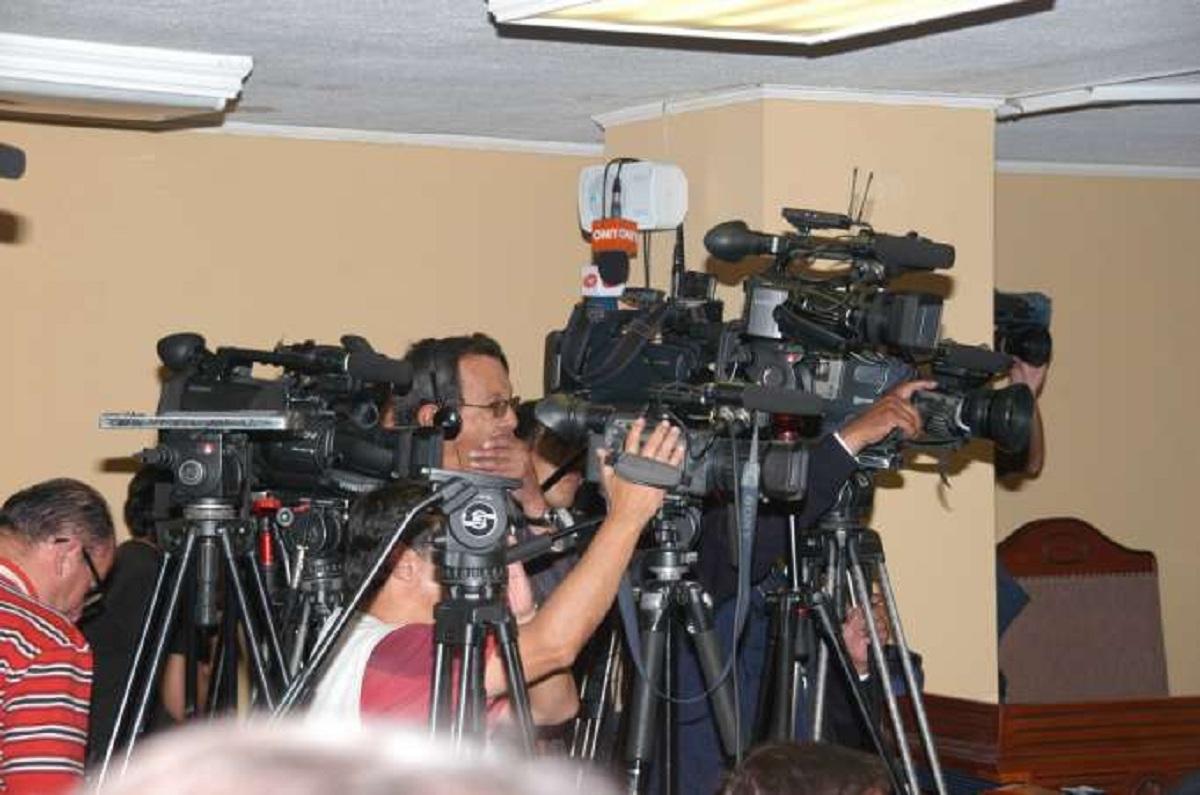 Photo of La comunicación sigue siendo servicio público y no un derecho en Ecuador