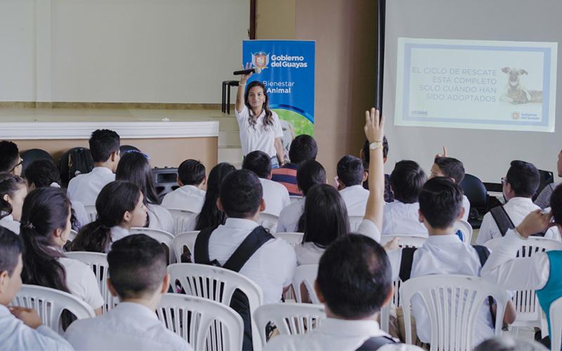 Photo of Jóvenes reciben charlas sobre el cuidado y bienestar de mascotas