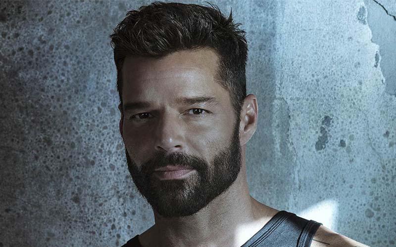 Photo of Ricky Martin estrena mundialmente su nuevo sencillo y vídeo «TIBURONES»