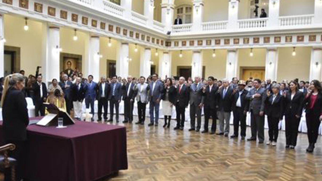 Photo of Áñez hace tres cambios en su gabinete y ratifica su candidatura para el 3 de mayo