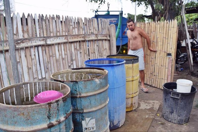 Photo of Se distribuye agua en tanqueros en parroquia de Manta por daño en acueducto