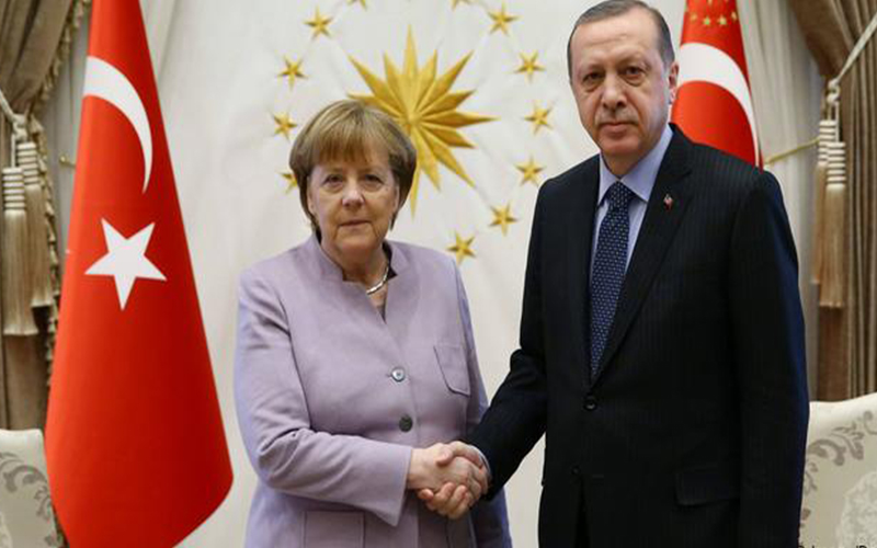 Photo of Merkel y Erdogan debaten en Estambul sobre la UE, Siria y Libia