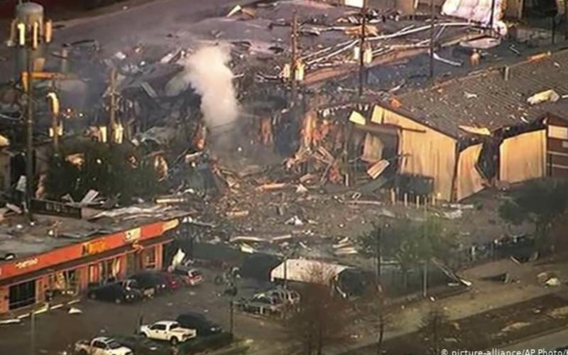 Photo of Una gran explosión sacude la ciudad estadounidense de Houston