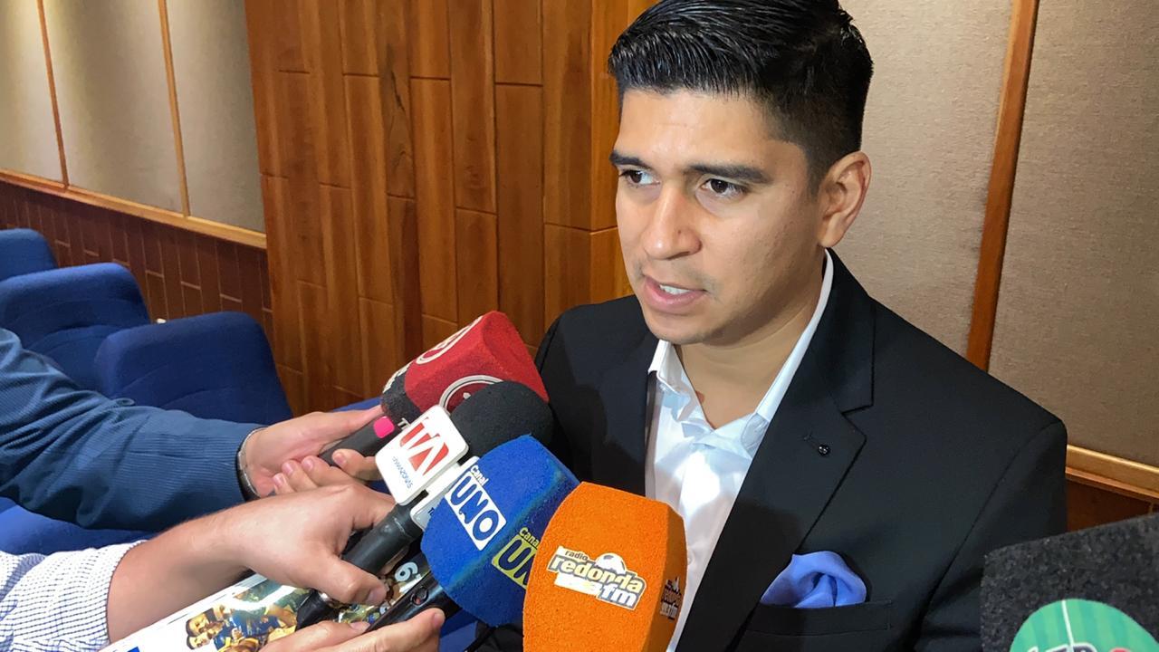 Photo of 4 millones anuales el cuerpo técnico de la TRI???  «Está en el presupuesto, podemos pagar como FEF», dice Estrada