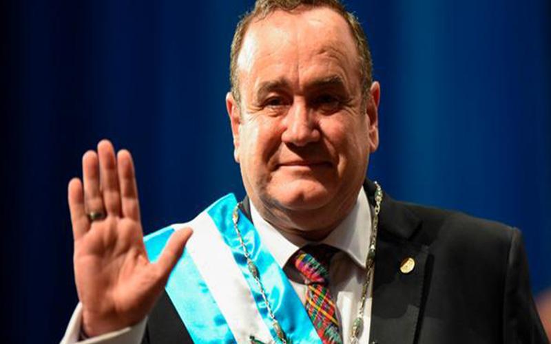 Photo of Alejandro Giammattei jura como nuevo presidente de Guatemala