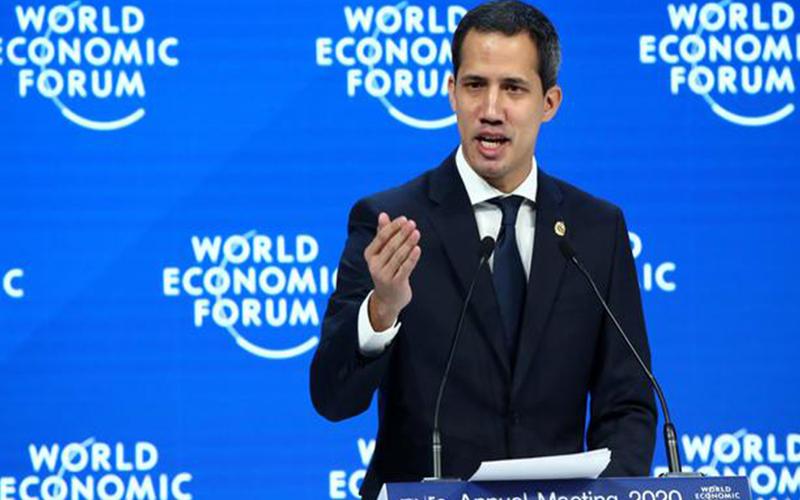 Photo of Guaidó llega a Davos un año después de proclamarse presidente interino de Venezuela