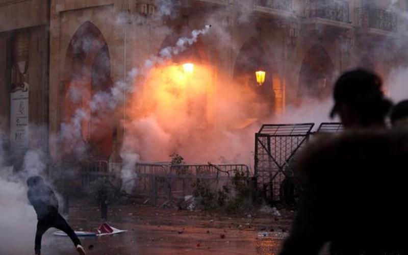 Photo of Presidente de Líbano convoca reunión de seguridad tras violento fin de semana de protestas
