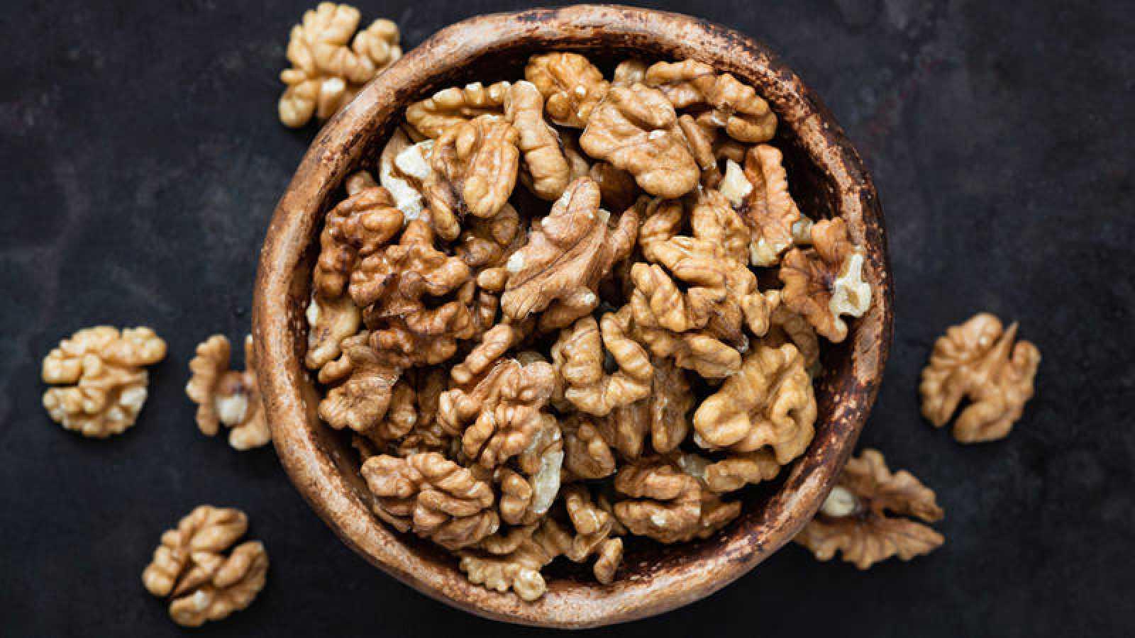 Photo of Una dieta enriquecida con nueces mejora la cognición y la percepción de las personas mayores