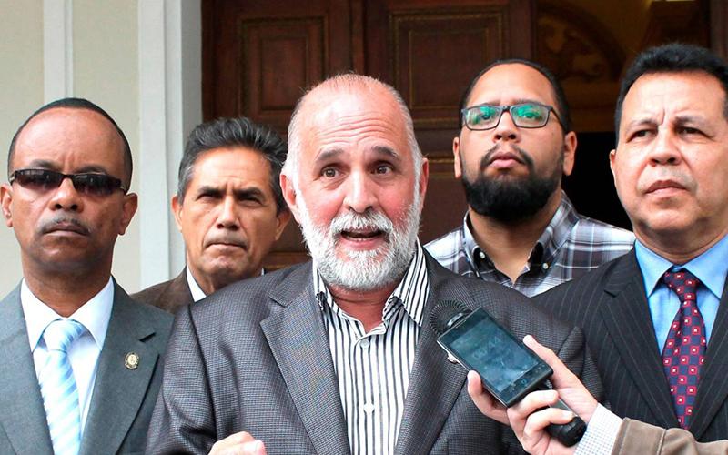 Photo of Abogado de diputado opositor venezolano confirma detención junto a asistente