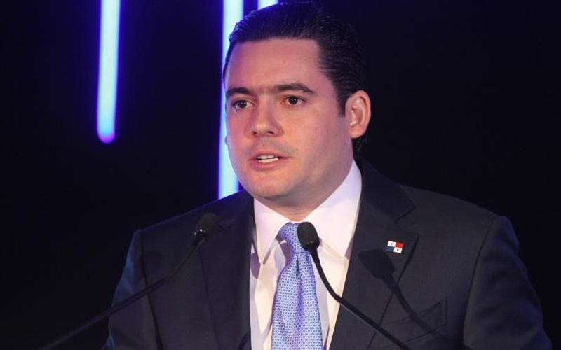 Photo of Panamá buscará en Davos atraer inversiones para impulsar su lenta economía