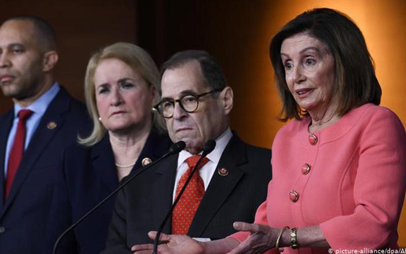 Photo of Cargos para un juicio político a Trump llegan al Senado de EE. UU.