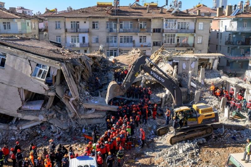 Photo of Sube a 31 muertos el balance del sismo en el este de Turquía