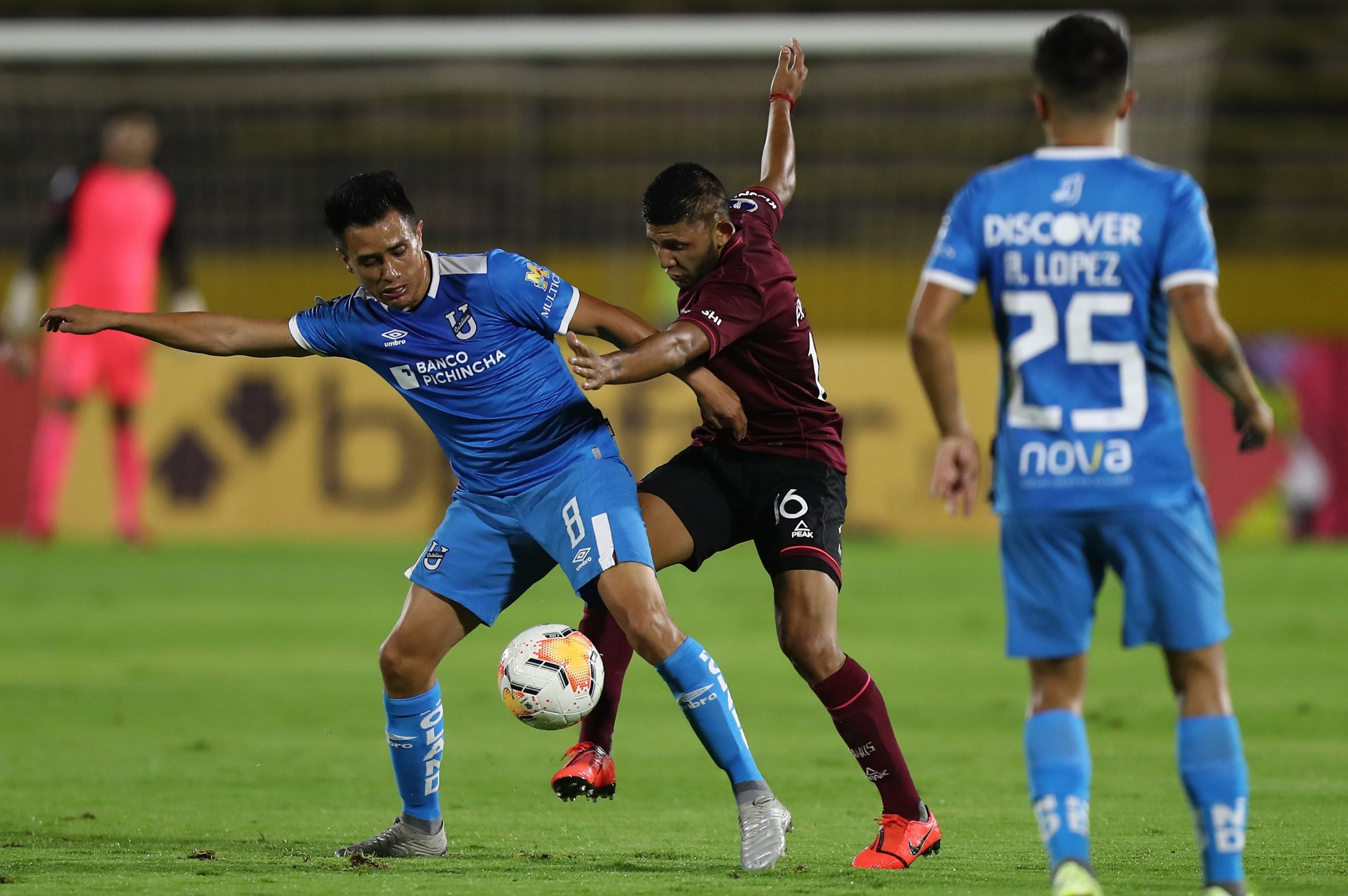 Photo of Universidad Católica gana, pero Lanús se clasifica por gol diferencia