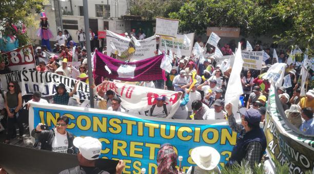 Photo of Plantones en la Corte Constitucional por la minería, una hidroeléctrica y compra de renuncias