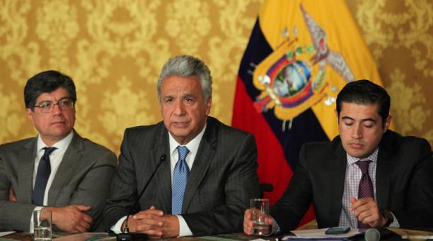 Photo of Ecuador pide más presión contra Maduro