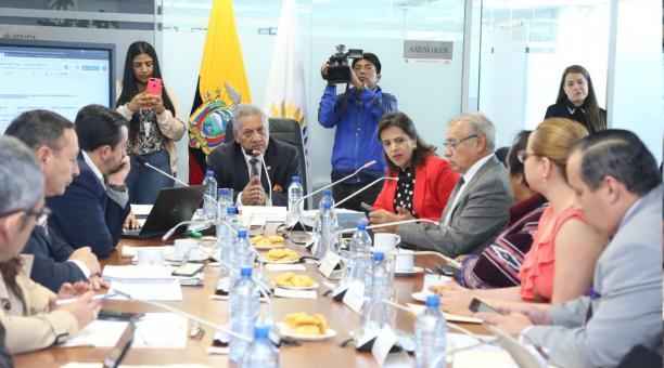 Photo of Comisión dejó en suspenso el informe para reforma a Ley de Movilidad Humana