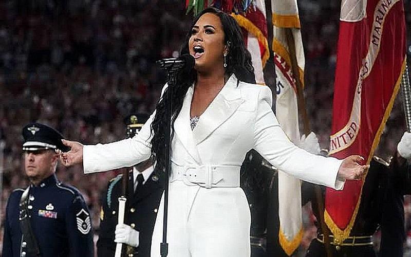 Photo of Demi Lovato emociona al público en su canto del himno de Estados Unidos