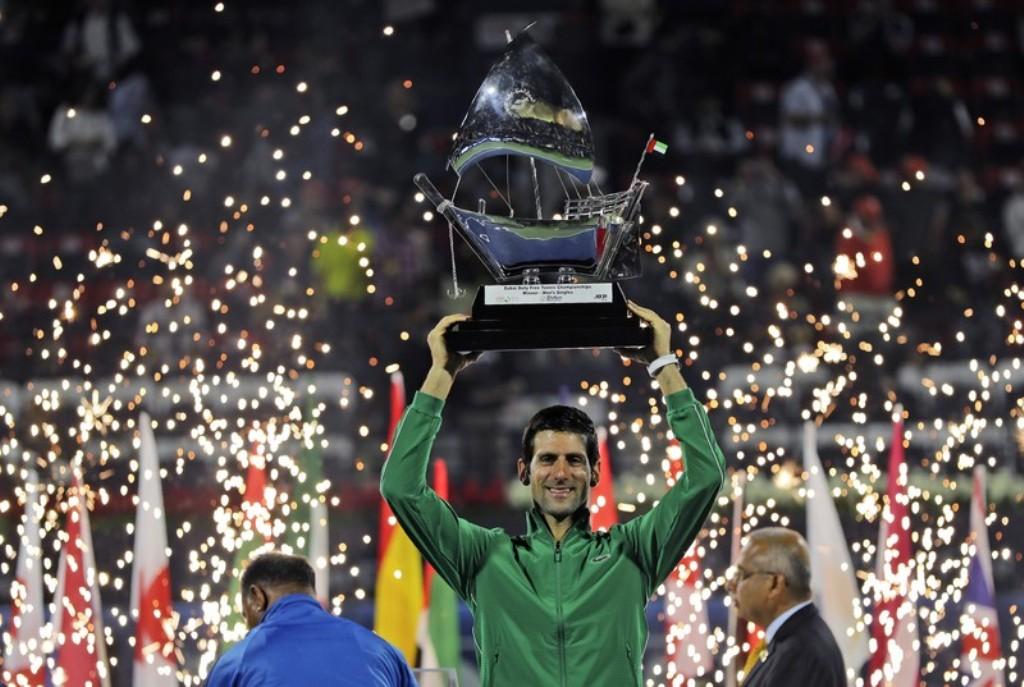 Photo of Djokovic campeón en Dubai: venció por 6-3 y 6-4 al griego Tsitsipas y conquistó su quinto título ATP 500 de la ciudad