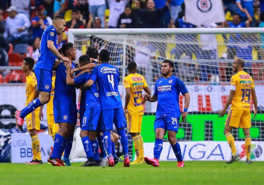 Photo of Cruz Azul derrotó a Tigres en un partido que se definió sobre el final