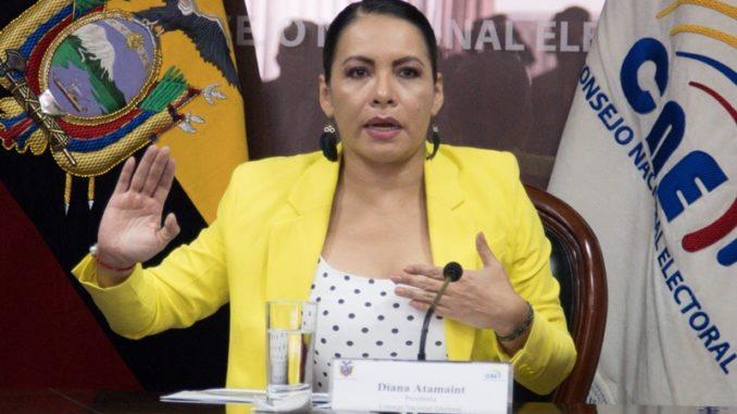 Photo of 85% ecuatorianos desconfía de Diana Atamaint, según Cedatos
