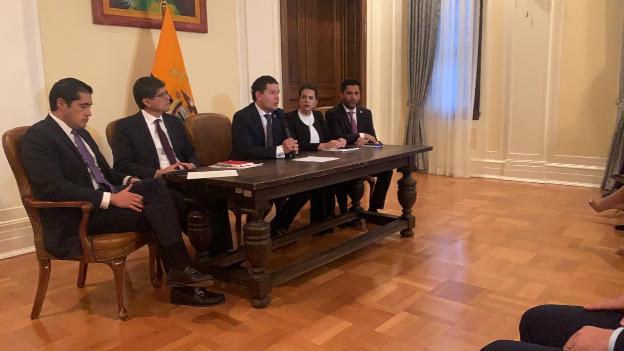 Photo of Ecuador y EEUU firman acuerdos en educación, inversión, seguridad, economía y lucha anticorrupción