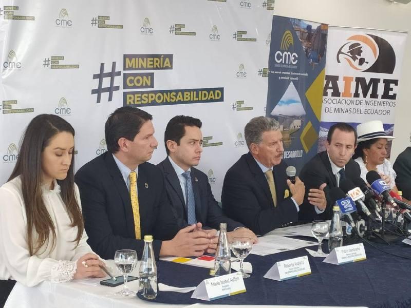 Photo of Empresarios presentan recurso legal para frenar consulta popular sobre minería
