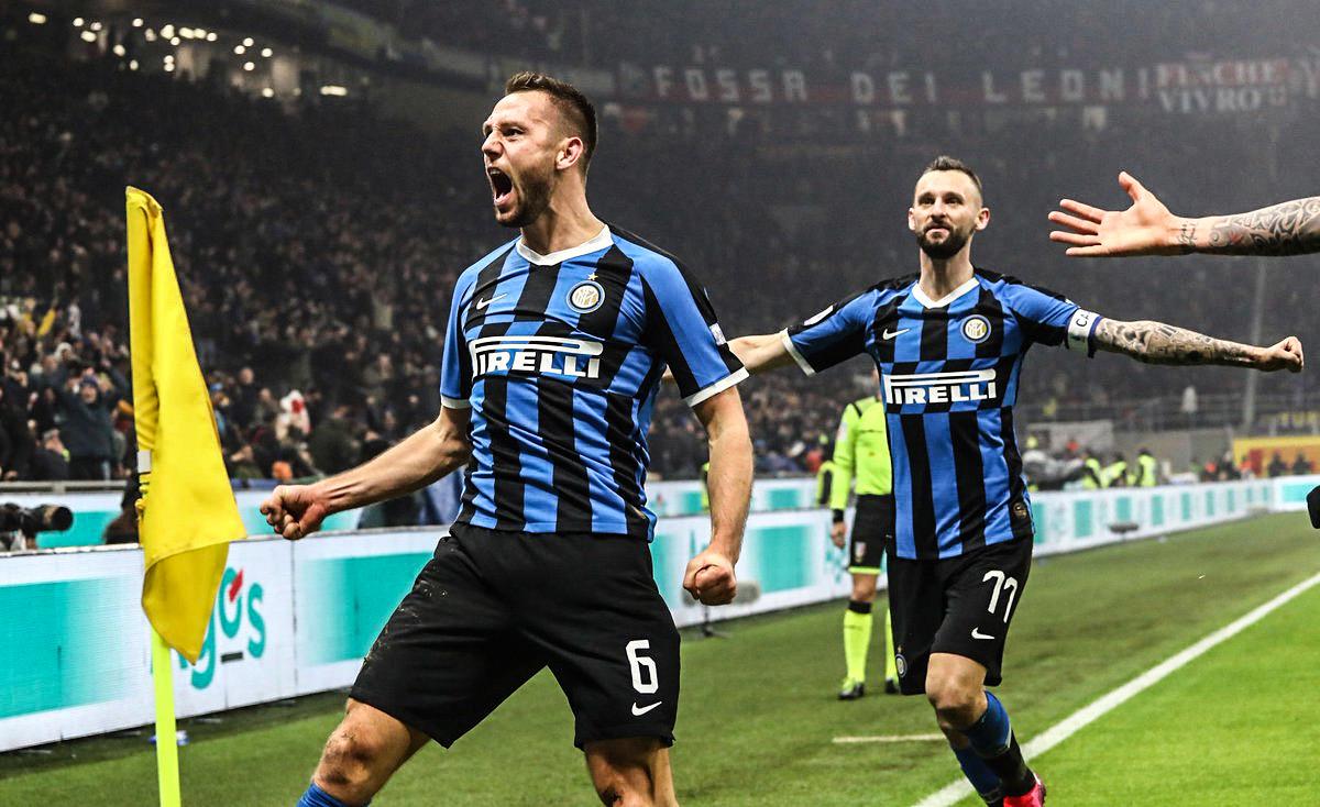 Photo of El Inter se queda con un derbi vibrante y es líder junto a la Juventus