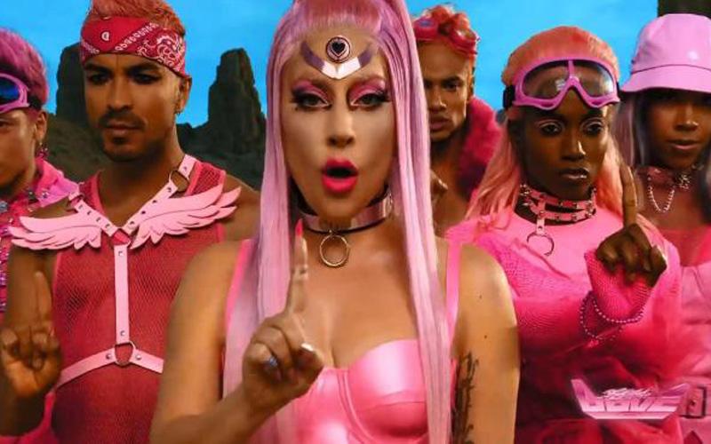 Photo of Lady Gaga regresa al pop bailable y transgresor con «Stupid Love»