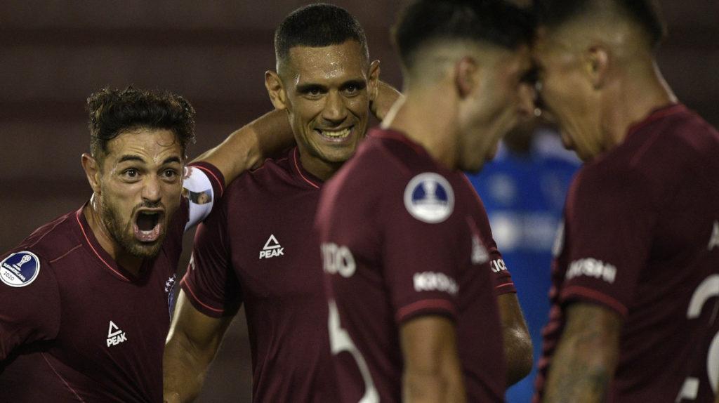 Photo of 3-0. Lanús supera con facilidad a la Católica del colombiano Escobar