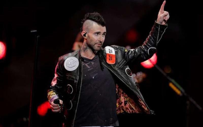 Photo of Maroon 5 o cómo colarse en un festival latino y no morir en el intento