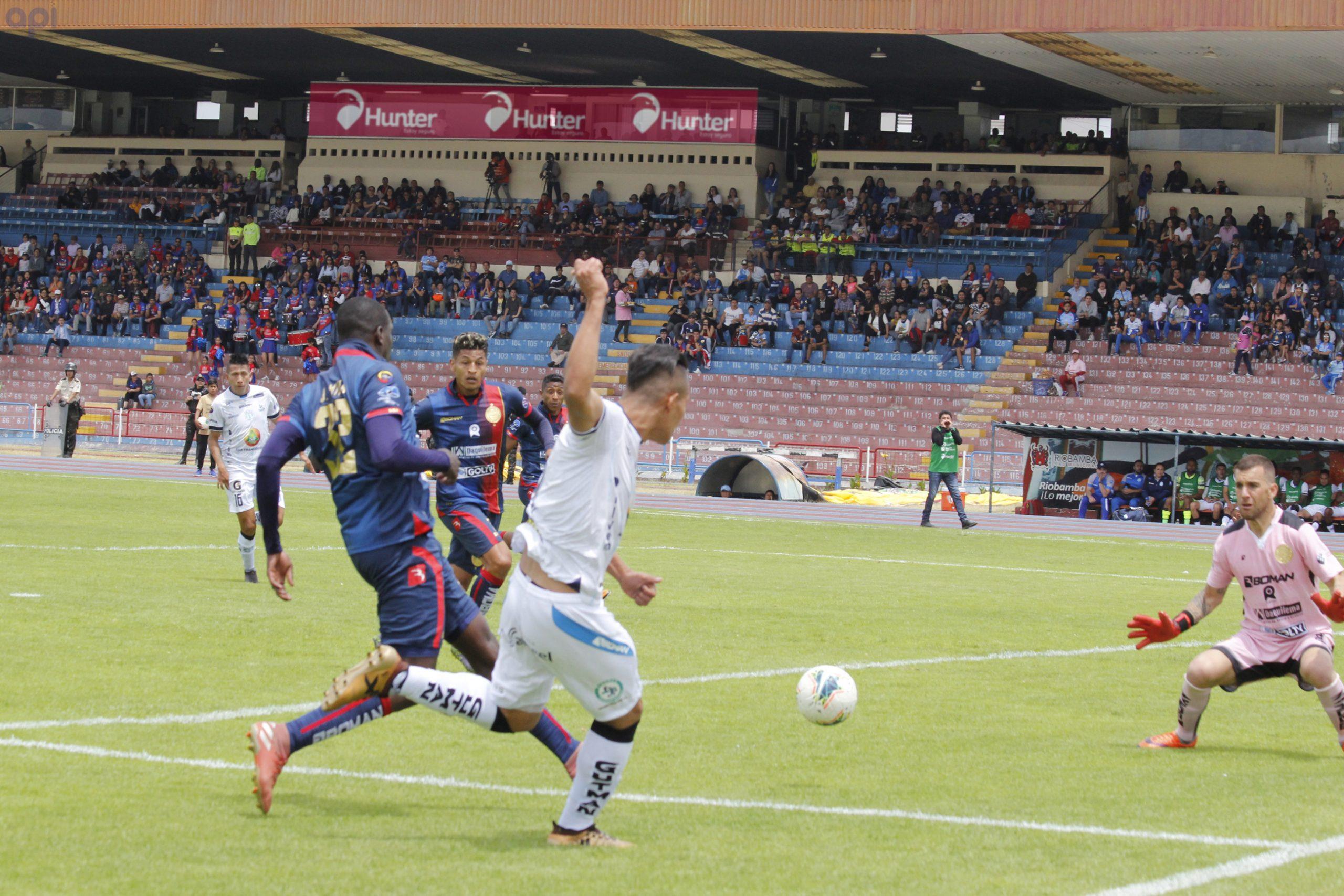 Photo of El Súper Macará se toma Riobamba y evita que el Ciclón sople fuerte al derrotarlo (2 a 1) con doblete de Herrera