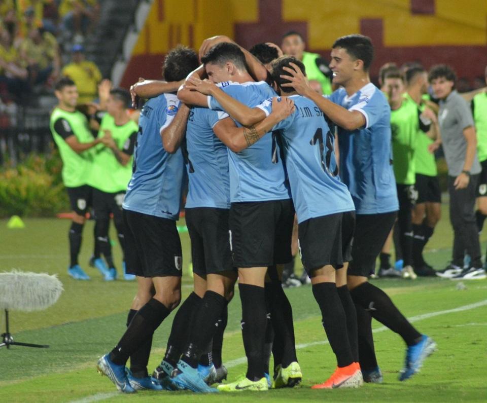 Photo of Uruguay se aferra al sueño olímpico y elimina a una floja Colombia