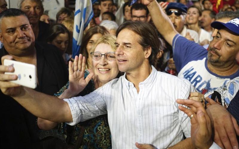 Photo of Alberto Fernández confirma que no asistirá a la toma de posesión de Lacalle Pou en Uruguay