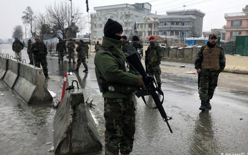 Photo of Atentado suicida en Kabul deja varios civiles y militares muertos