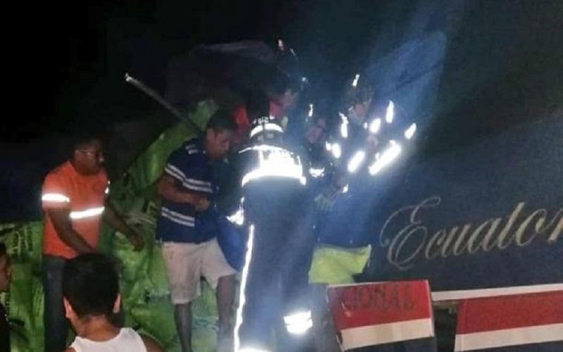 Photo of Al menos siete muertos y 30 heridos en accidente de tránsito en Guayas