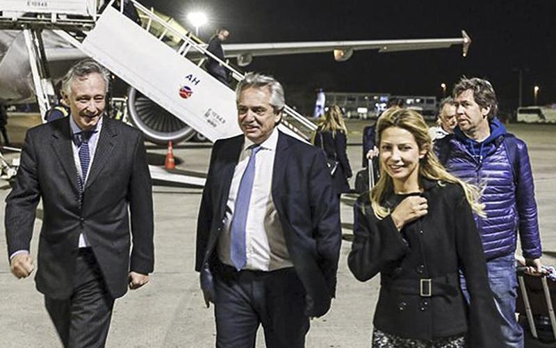 Photo of Alberto Fernández regresa a Argentina tras su gira por Europa