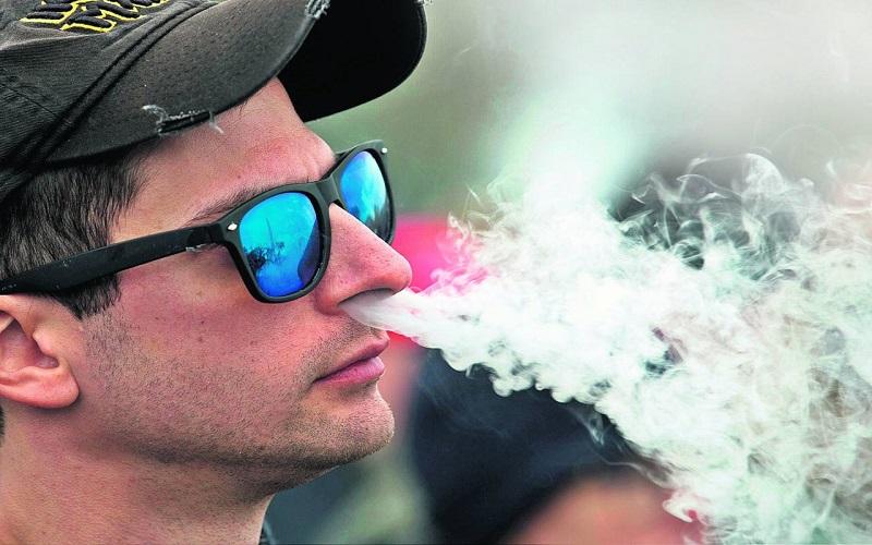 Photo of Combinar vapeo con cigarrillo tradicional triplica el riesgo para la salud