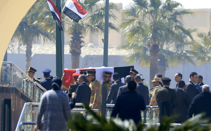 Photo of Egipto rinde honores militares a Hosni Mubarak