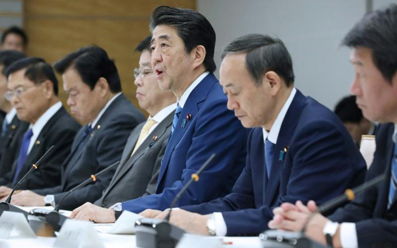 Photo of El primer ministro japonés pide el cierre temporal de escuelas públicas debido al coronavirus