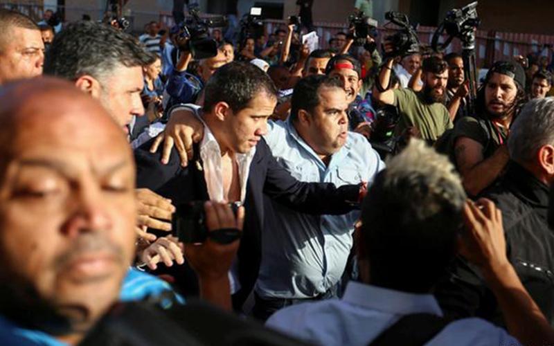 Photo of Familiar de Guaidó desaparece tras arribar a Venezuela