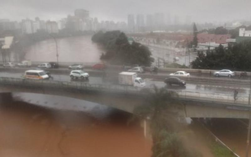 Photo of Fuerte temporal paraliza la mayor ciudad de Brasil y provoca caos en tránsito