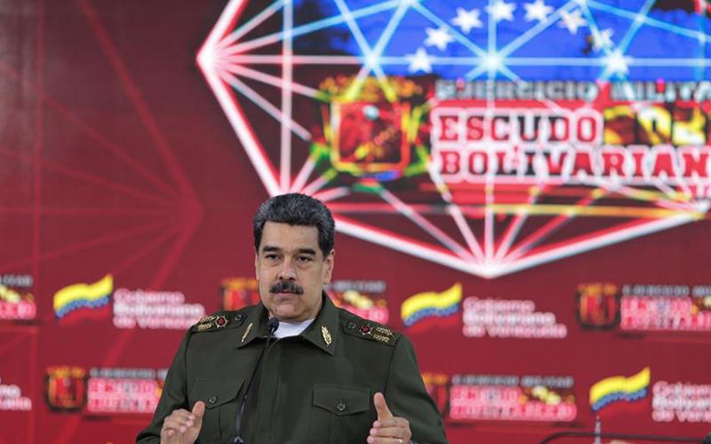Photo of Maduro afila su mensaje vestido de militar