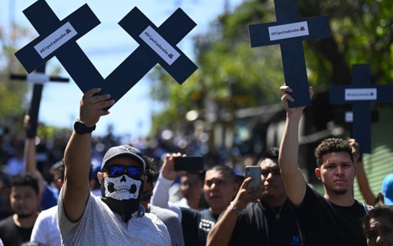 Photo of Salvadoreños exigen al Congreso aprobar crédito para seguridad pública