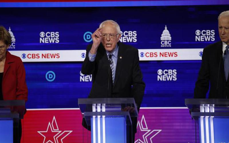 """Photo of Sanders atacado por rivales en debate demócrata previo a """"Súper Martes"""""""