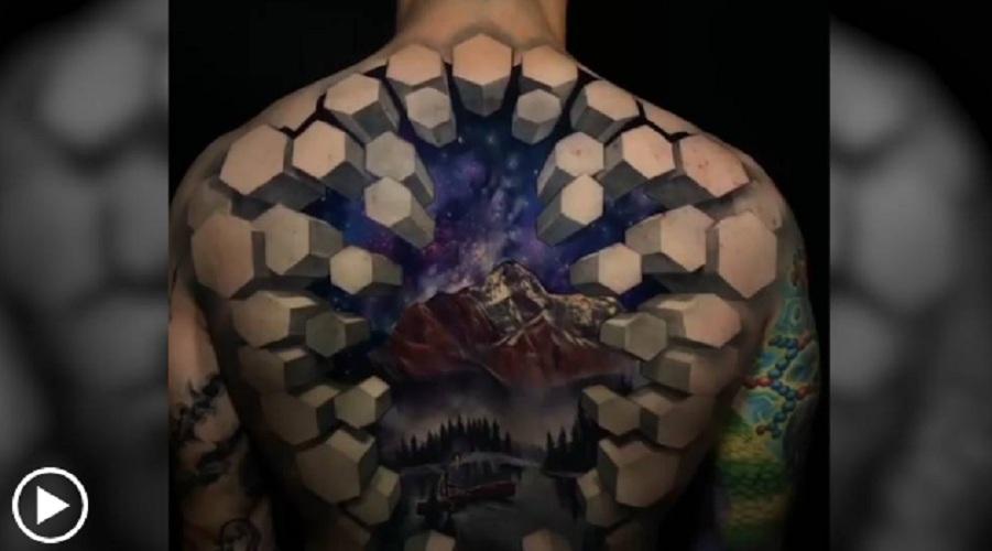 Photo of Un tatuaje en 3D en la espalda