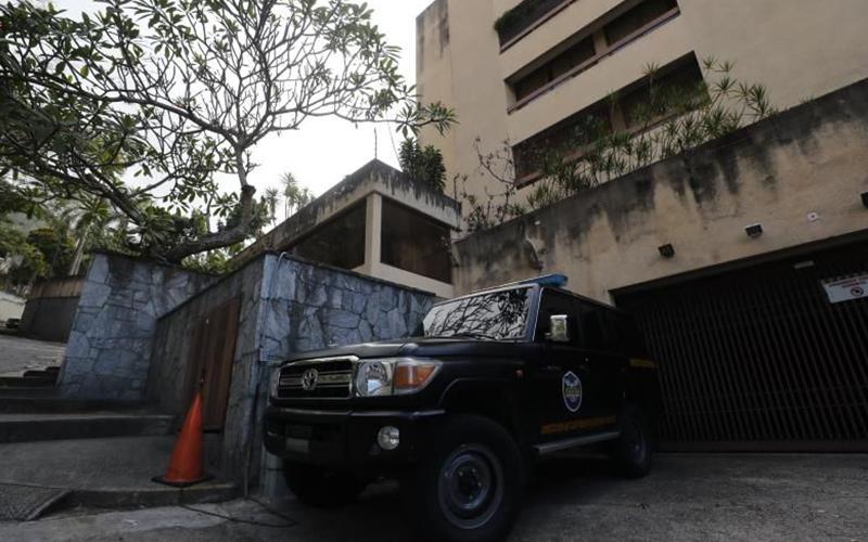 Photo of Autoridades allanan la vivienda del tío de Guaidó en Caracas