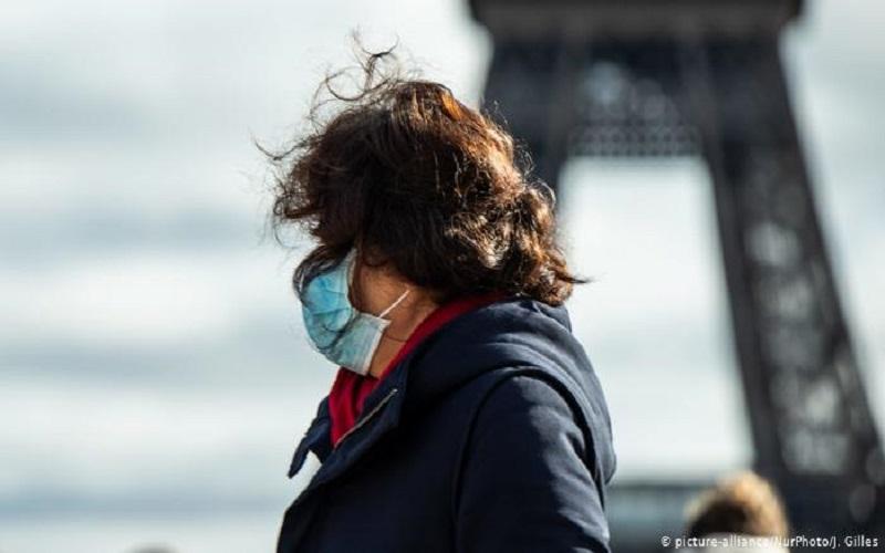 Photo of Francia cierra lugares no vitales ante avance de coronavirus
