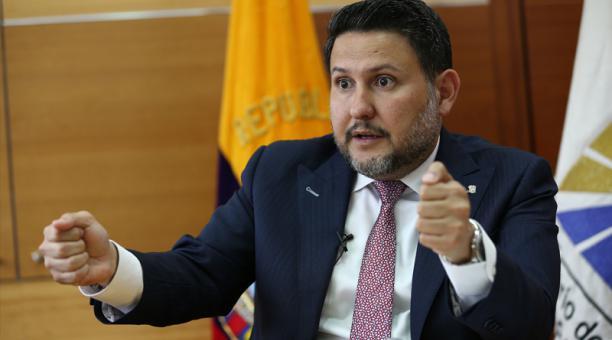 Photo of Gabriel Martínez explica el estado de las concesiones de la vía Guayaquil-Machala y Quinto Puente de Guayaquil