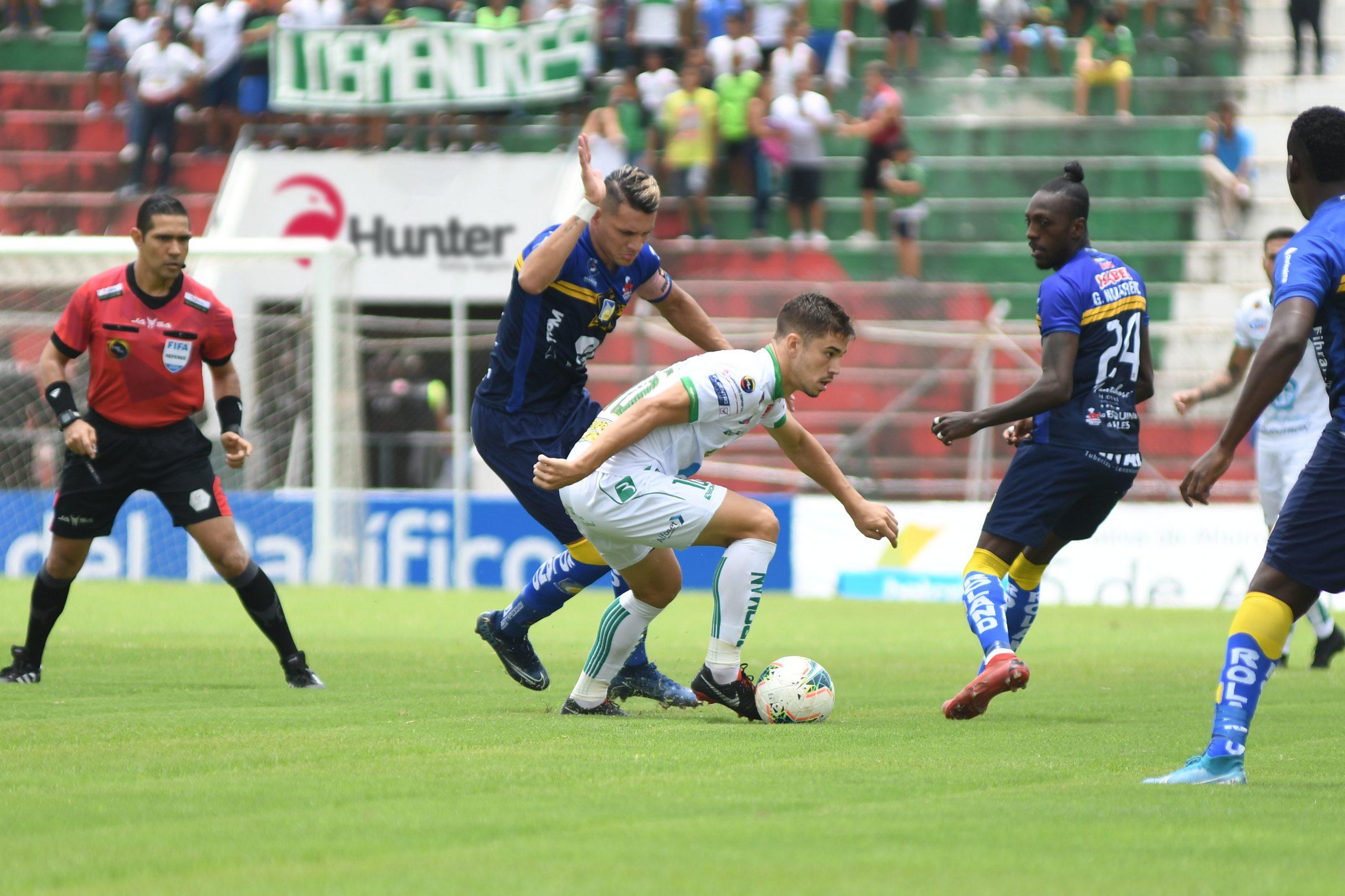 Photo of Liga de Portoviejo gana sobre la hora y se lleva el clásico Manabita ante Delfín
