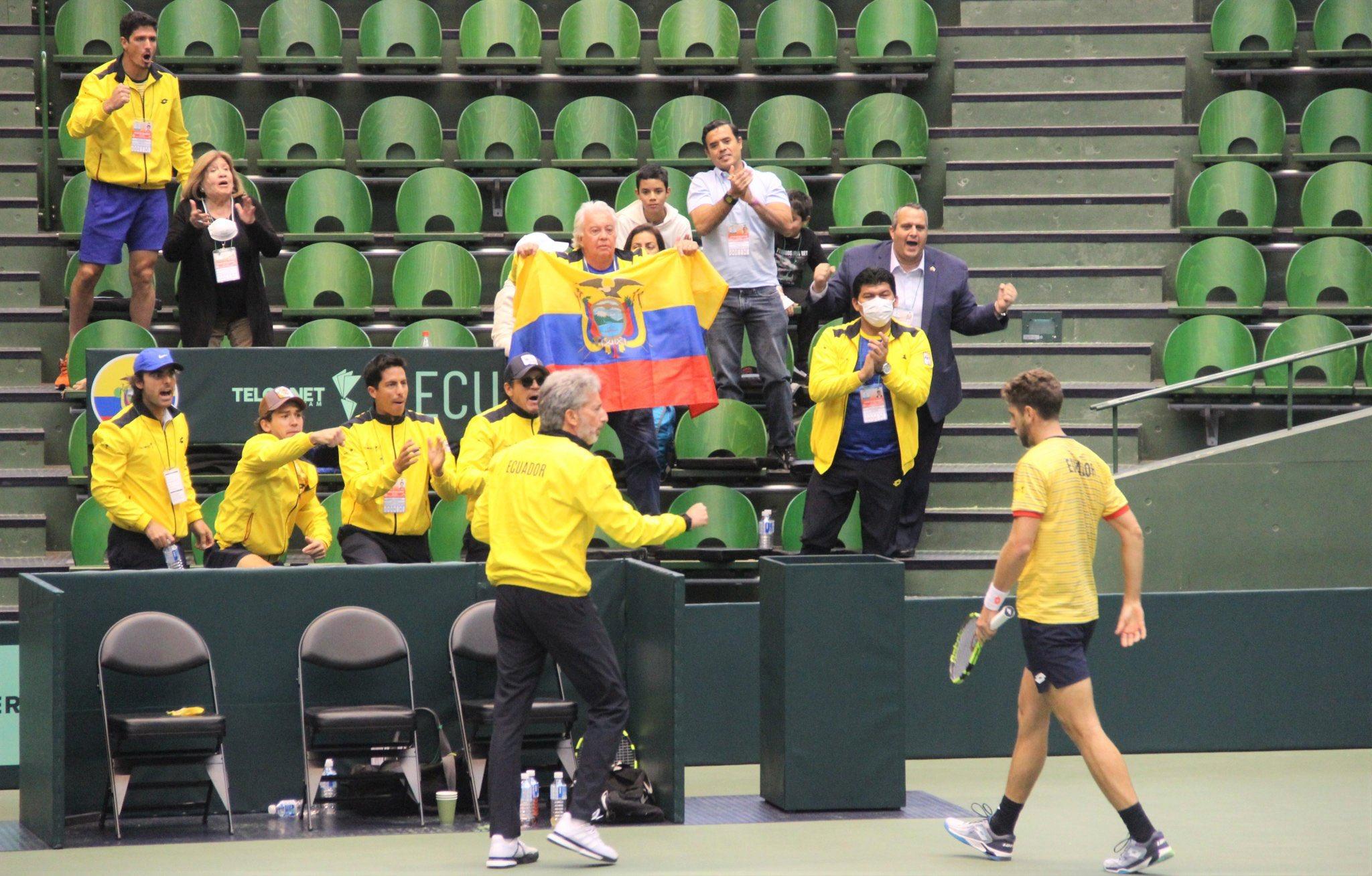 Photo of Ecuador sorprende a Japón (2-0) en la Copa Davis y se acerca a las finales